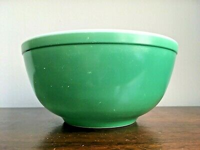 1950's Pyrex 403 Primary Green 2.5 Quart Mixing Bowl 8.5 Inch