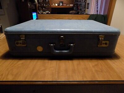 """Vintage Stratosphere Rappeport - Chicago Luggage - 26"""" X 19"""" Inside Dimensions"""