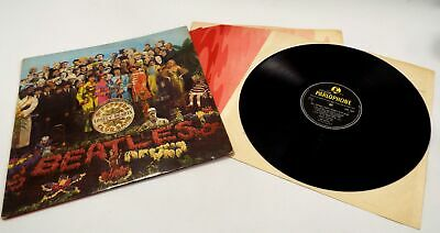 THE BEATLES 'Sgt Pepper's Lonely Hearts Club Band' Vinyl Lp With Inner - F16