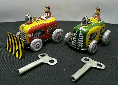 Lovely Vintage Old School Tinplate WIndup Clock Work Bulldozers With Keys SU588