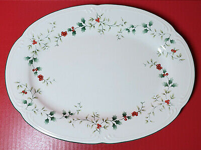 """Pfaltzgraff WINTERBERRY 10½"""" x 14"""" Christmas Platter Large Oval Excellent Cond."""