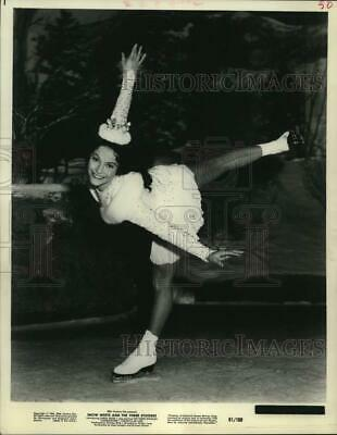 """1961 Press Photo Skater Carol Heiss starring """"Snow White And The Three Stooges."""""""