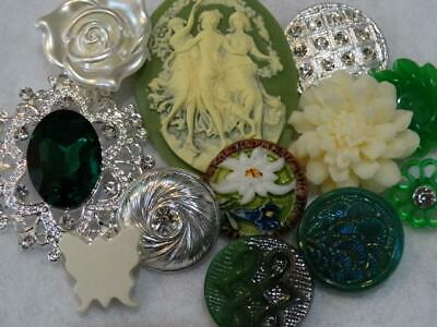STUNNING GREEN & SILVER ANTIQUE VINTAGE & NEW BUTTONS Rhinestone Cameo Glass ++