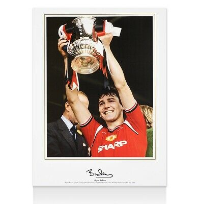 Bryan Robson Signed Manchester United Photo - Lifting FA Cup Autograph