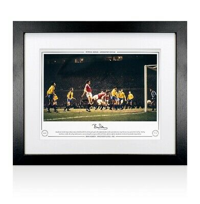 Framed Bryan Robson Signed Manchester United Photo - 1984 Autograph
