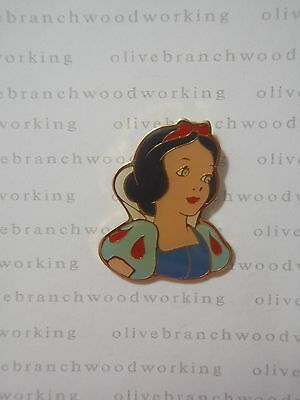 Old Late 1980s Disney PRINCESS HEAD / BUST SNOW WHITE And The Seven 7 Dwarfs Pin