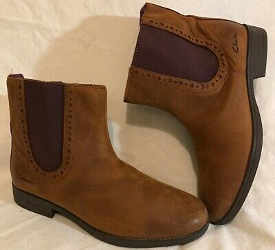 Girls Clarks Tan Leather Lovely Boots Size 1.5F (135Q)