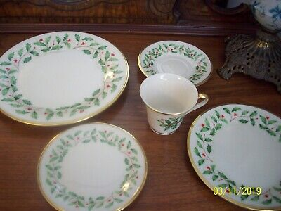Lenox HOLIDAY Dimension China 5 PIECE PLACE SETTING Gold Trim