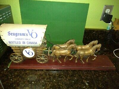 Seagrams VO Canadian Whiskey Horse Carriage Lamp Display Advertising Animated