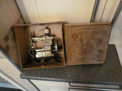ANTIQUE TOY SEWING MACHINE Nr 1b IN BOX