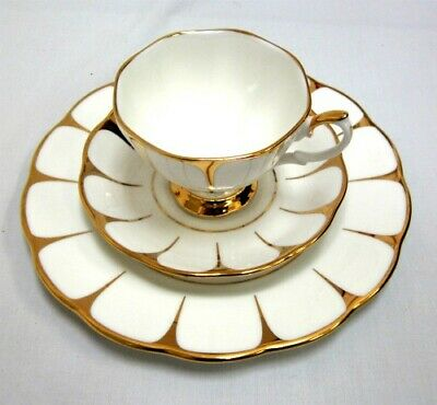 """Mint Unused Art Deco Royal Vale """"Daisy"""" White & Gold China Trio Cup Saucer Plate"""