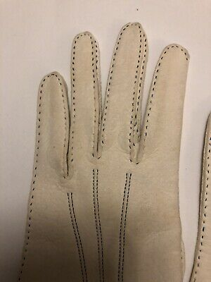 Vintage Cream Kid Gloves Beautiful Condition Size Small very Soft