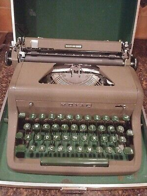 VINTAGE ROYAL QUIET DELUXE PORTABLE TYPEWRITER, FULLY WORKING  1950s