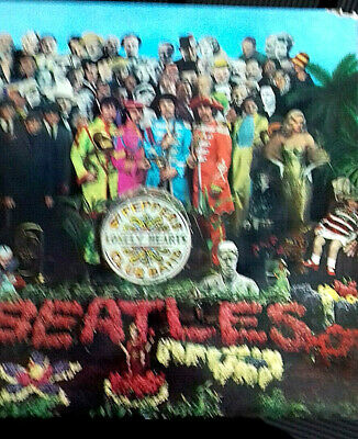 The Beatles Sgt Pepper's Lonely Hearts Club Band LP - PCS 7027 on Parlophone