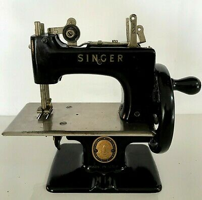 Vtg Singer 20 Child Toy Sewing Machine 1950 Rare Made In Usa Marked Gold Emblem