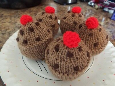 5 currant buns - knitted food
