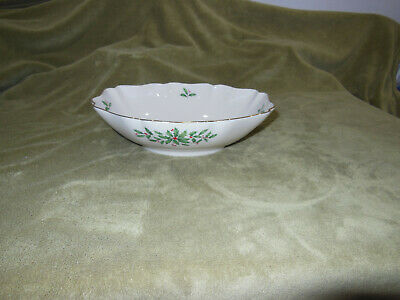 Lenox Holiday Dimensions Serving Bowl Holly Berries Christmas Porcelain China