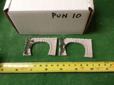 2 X Twin Track Z Scale Tunnel Portals, Painted ( Pale Grey) Foliage Detail