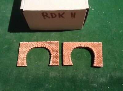 2 X Twin Track Z Scale Tunnel Portals, Painted ( Brick Colour)