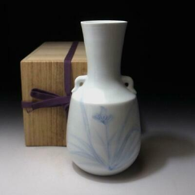 AR22 Japanese white porcelain vase, Arita ware with Wooden box, Iris