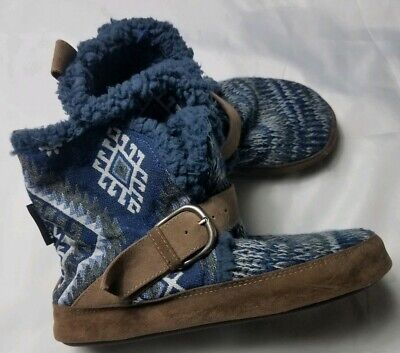 The Original Mukluks Women Small 5/6 Blue Graphic Knit Sweater Slipper Boots
