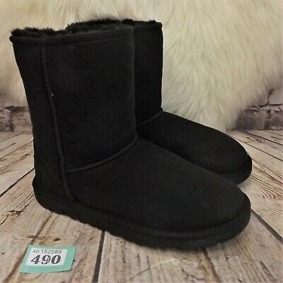 Girls UGG Australia Black Classic Short Sheepskin Boots UK 4 EUR 35 -Model 5251Y