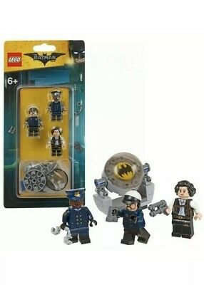 Lego Batman 853651 Mini Figure Accessory Set With Bat Signal And 3 Mini Figures
