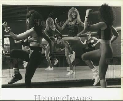 1988 Press Photo Vickie Staples, Aerobics Class Instructor in Liverpool