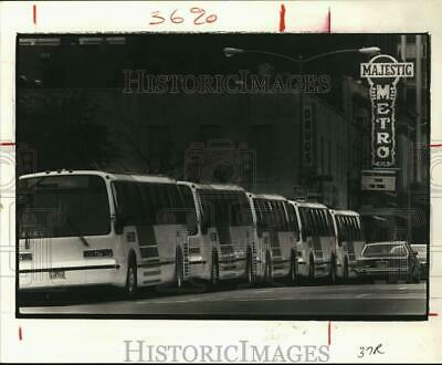 1983 Press Photo Houston Transit displays new buses on Prairie Street downtown