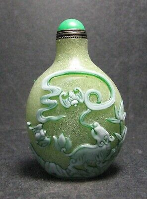 Chinese Delicate Carve Little Lion Design Glass Snuff Bottle。//