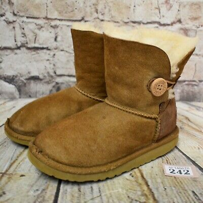 Junior UGG Australia Bailey Button Tan Sheepskin Boots UK 12 EUR 30 Model 5991