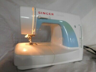 Singer Simple sew sewing machine model 3116 portable table top working works