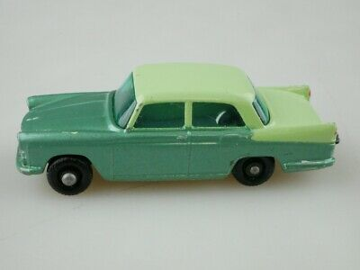 29b Austin A55 Cambridge - 35883 Matchbox Regular Wheels