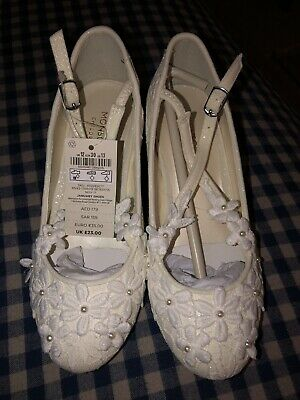 🎈Girls Beautiful Monsoon Party Christmas Cream  Shoes - UK Size 12