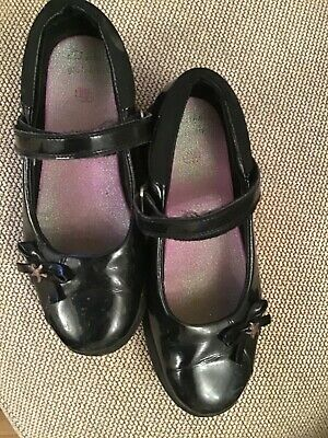 GIRLS SCHOOL SHOES SIZE 2  1/2 H Clark's great condition.