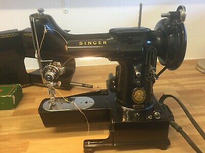 Singer Featherweight Sewing Machine Model 222K Inc Case And Accessories