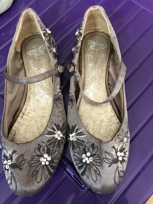 Mint Smart Pair Of Girls Wedding Party Shoes Size 3. In Great Condition Joules