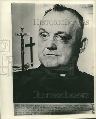 1963 Press Photo Rev. Frank Ecimovich, Roman Catholic priest displays black eye