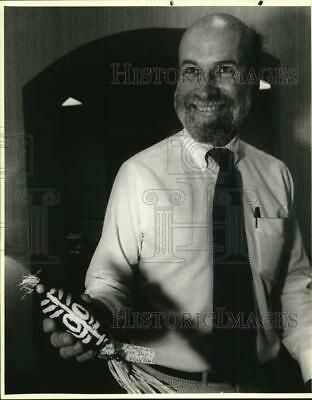 1989 Press Photo Weir Labatt with Voodoo doll he received in mail - saa43573