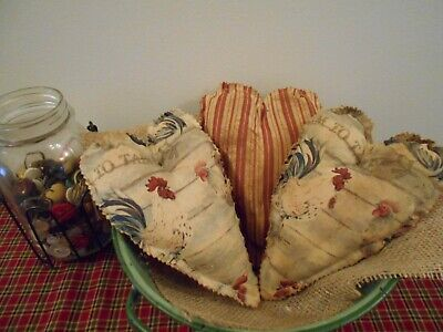 PRIMITIVE Set of 3 Grungy Rooster Hearts : Bowl fillers/Cupboard tucks