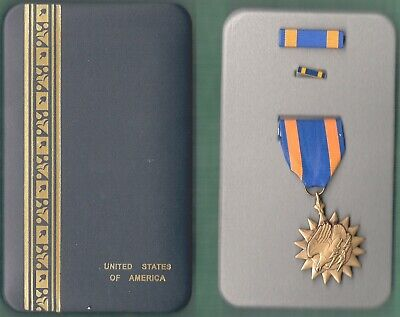 WWII Air Medal empty vintage genuine heavy metal double Line case box SPECIAL