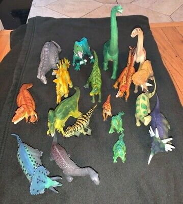 Lot of 18 Safari Ltd Dinosaurs Vintage from early 2000's