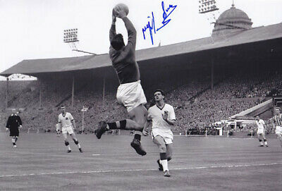 AUTOGRAPHED ASTON VILLA 12x8 PHOTO 1957 : NIGEL SIMS (017)