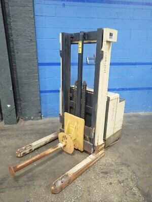 Crown  40Wtf-S Electric Pallet Lift  4000 Lbs 07180411254