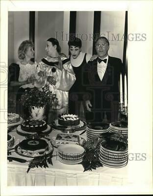 1985 Press Photo Awty School masquerade party attendees enjoy dessert table
