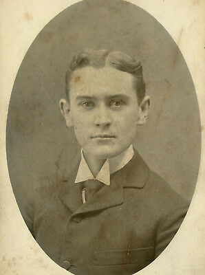 Antique Photo Cabinet Card HANDSOME YOUNG MAN FASHION LEEPER