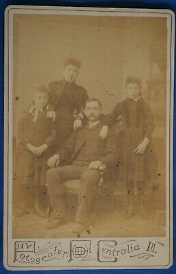 Cabinet Photo Family of 4 Man Woman Girls Fry Centralia, Illinois