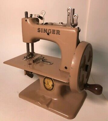 Singer Child Metal Toy Sewing Machine Mini Model 29962 Simanco Great Britain