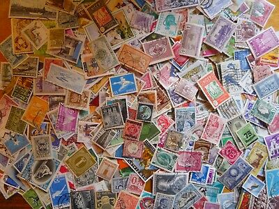 500 World stamps taken from old stamp albums - all different