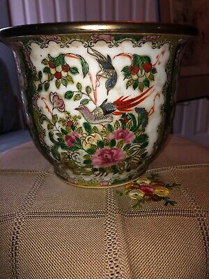 Chinese Antique Flower Vase. Hand Made And Embellished With Exquisite Detail.